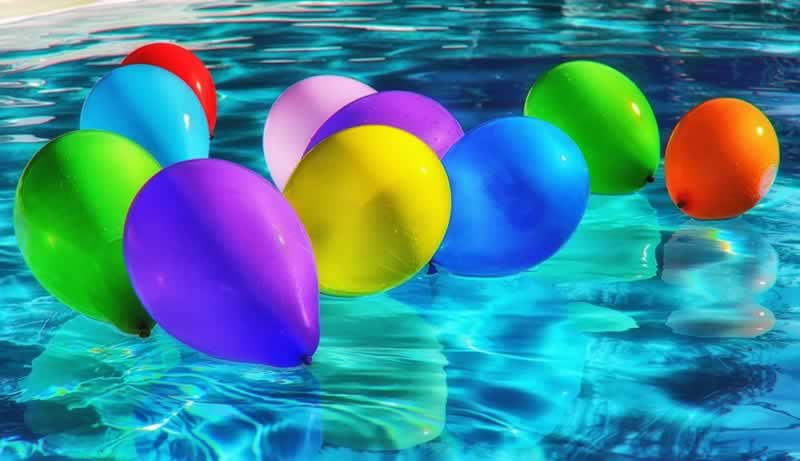 Why choose an above-ground pool - baloons in the pool