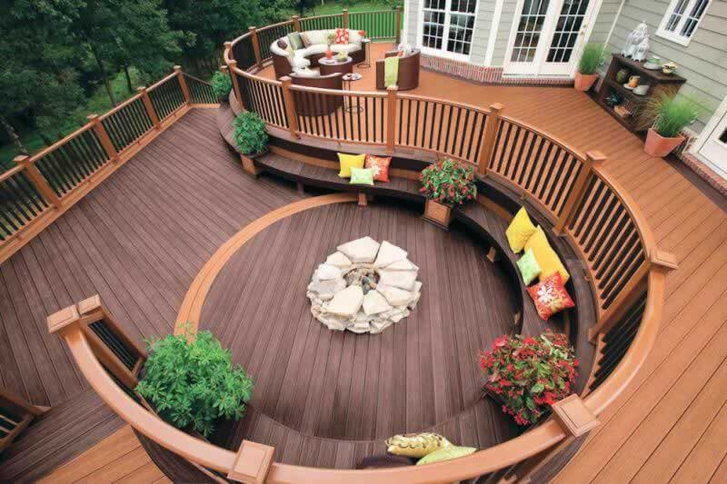 Benefits of Installing Custom Decks to Your Home