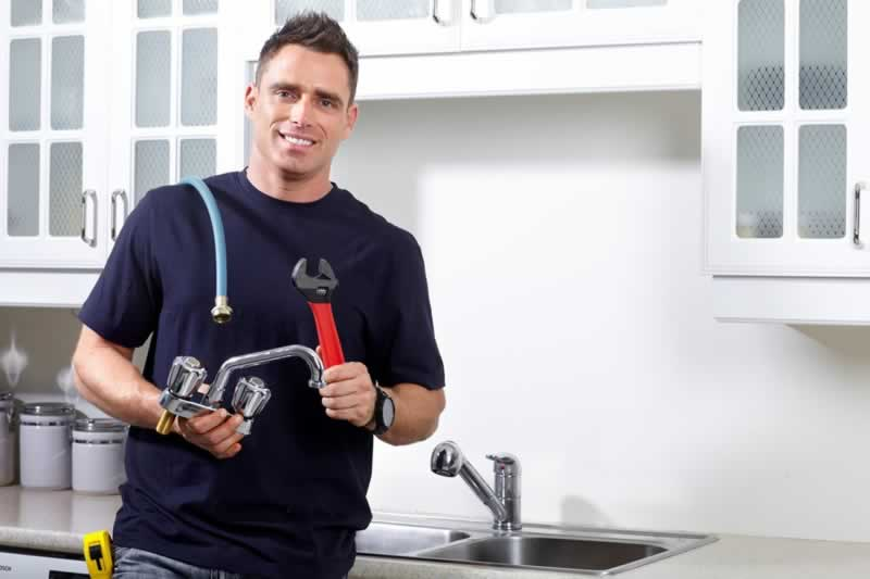 How to hire a local plumbing company for your home - faucet replacing