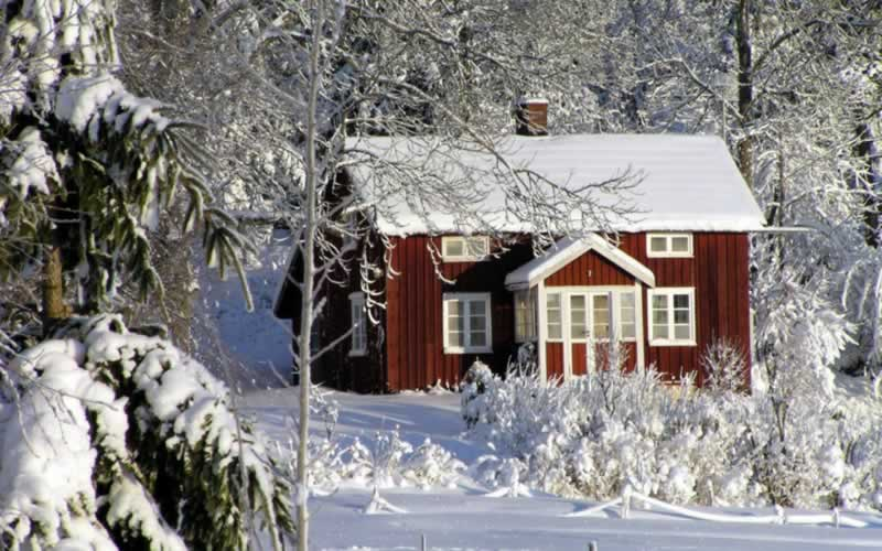 How to prepare your house for winter - house in the snow
