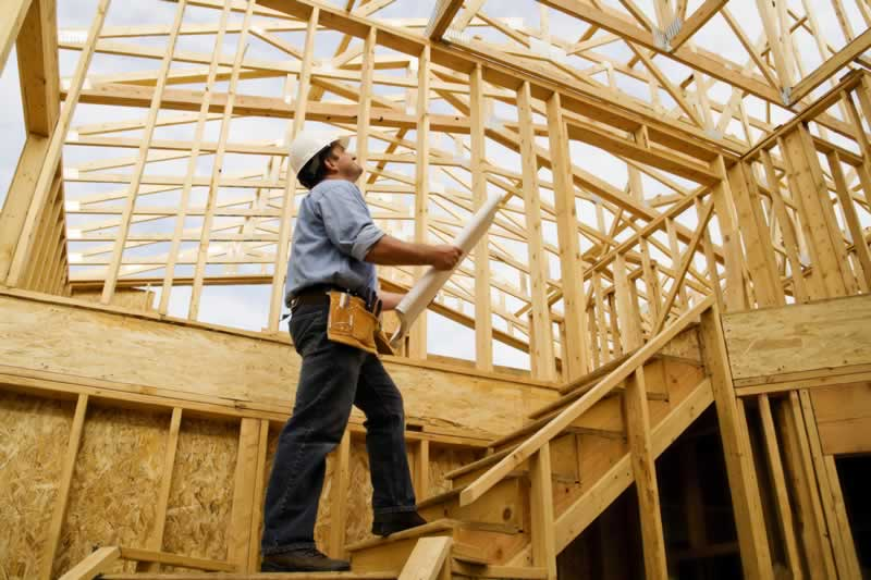 Should I Hire a General Contractor to Build My New Home