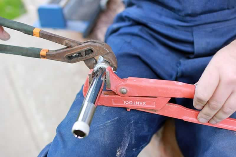 Best Tips for becoming a Master Plumber - pliers