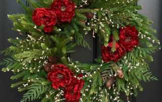Holiday Decorating Hacks - Christmas wreath