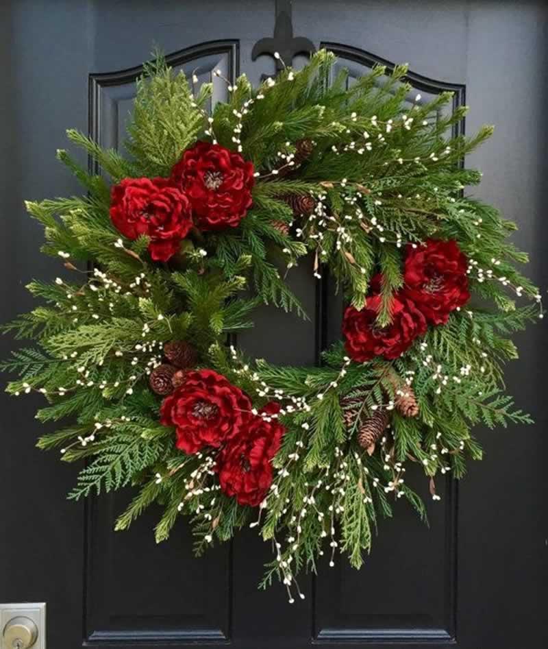 Holiday Decorating Hacks - Christmas wreath