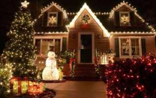 How to Hang Christmas Lights on Your House