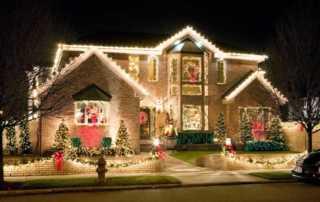 How to Hang Christmas Lights on Your House - amazing Christmas lights