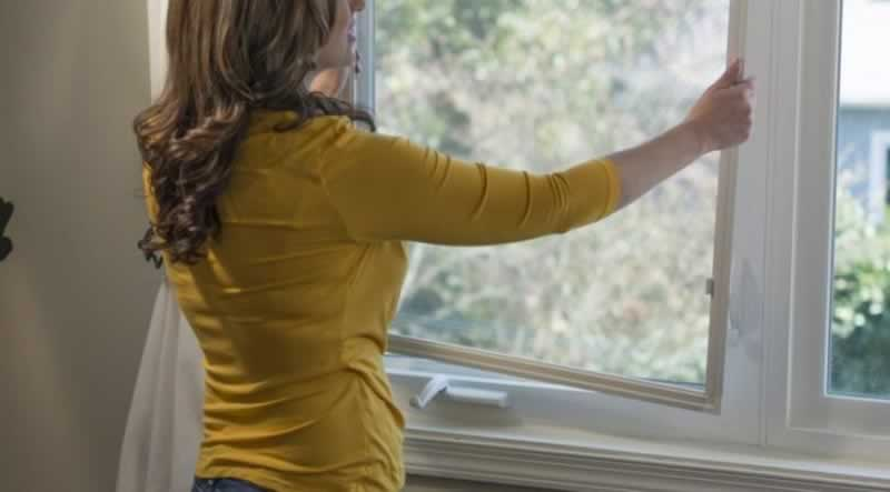Should you leave window screens during winter - removing screens