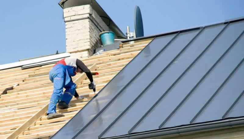 When should you get in touch with a roofing company - metal roof