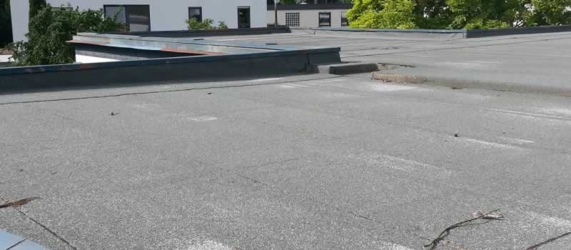 3 Roofing Issues That Your commercial Property May Experience - cracks