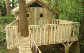 DIY Tips for Building Your Own Backyard Treehouse - DIY treehouse