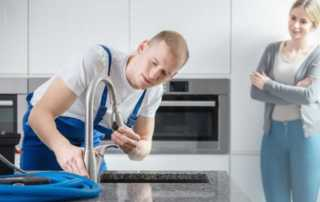 Questions To Ask A Plumbing Company Before Hiring - fixing the faucet