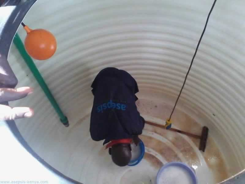 5 Ways To Clean A Water Tank - cleaning inside tank