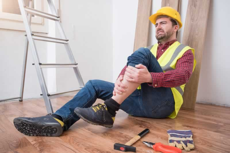 How to Prevent Construction Injuries When Doing Big Construction Projects - injured worker