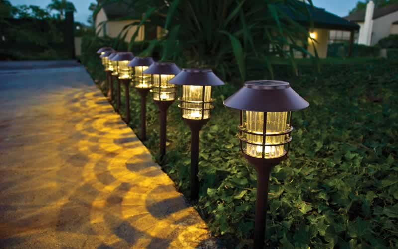4 Tips for Curb Appeal with a Purpose - lights