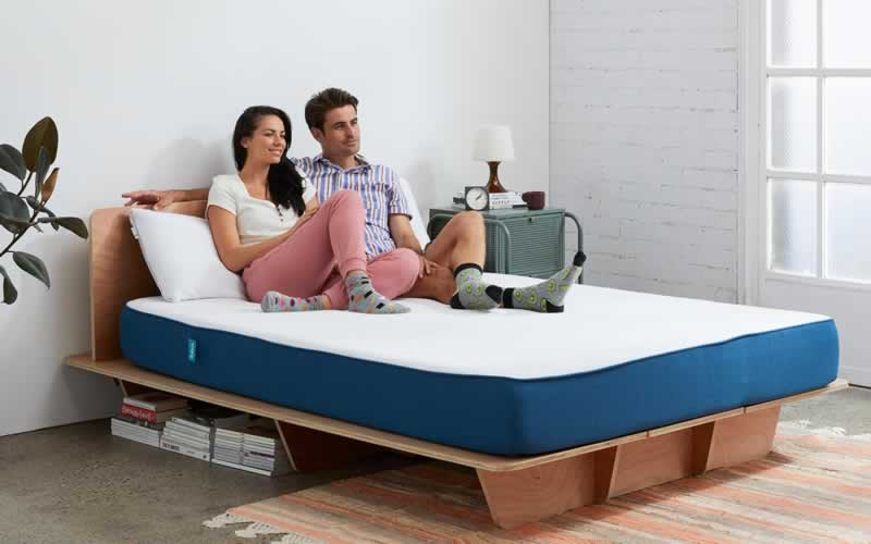 5 Things to Consider When Choosing a Mattress - couple