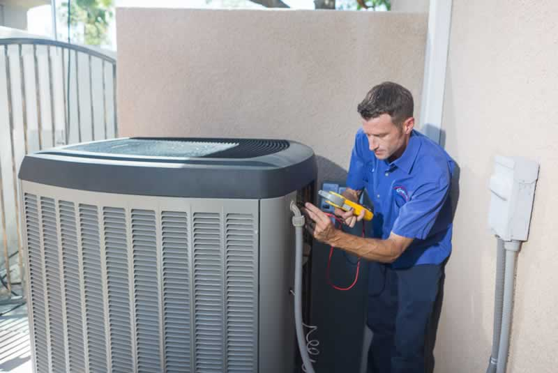 5 Tips To Selecting An Air Conditioning Service - technician