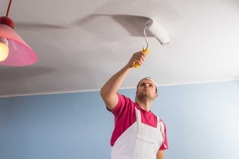 8 Simple Popcorn Ceiling Removal Tips - moistening