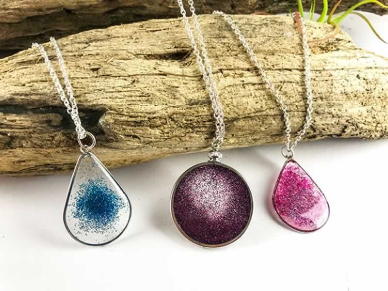 DIY projects with epoxy resin - necklaces