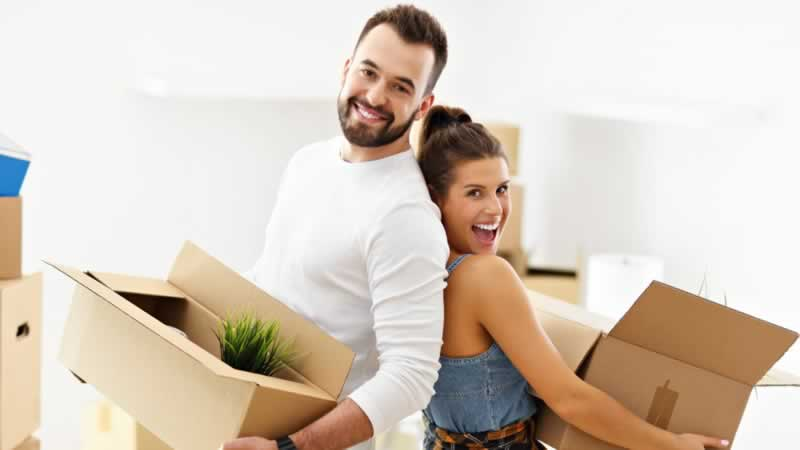 Checklist for moving without stress - couple