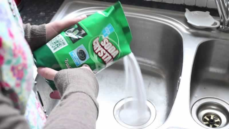 Plumbers tips to unblock a drain - caustic soda