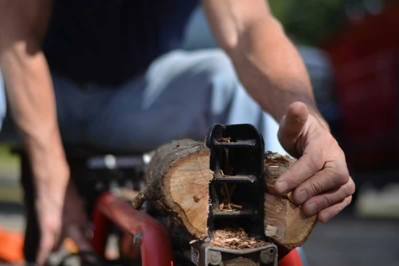 Types Of Log Splitters - splitting