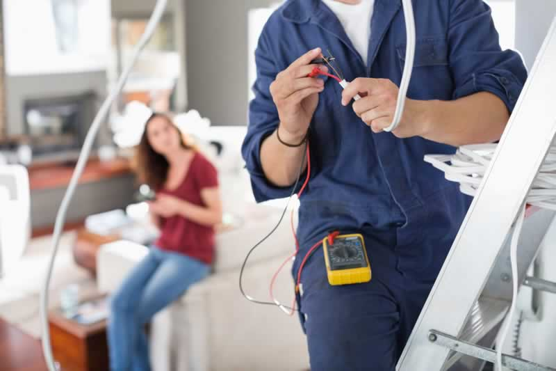 5 Things to Look For When Hiring an Electrician