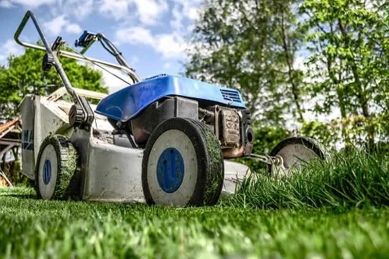 A Beginner's Guide To Effective Lawn Mower Maintenance