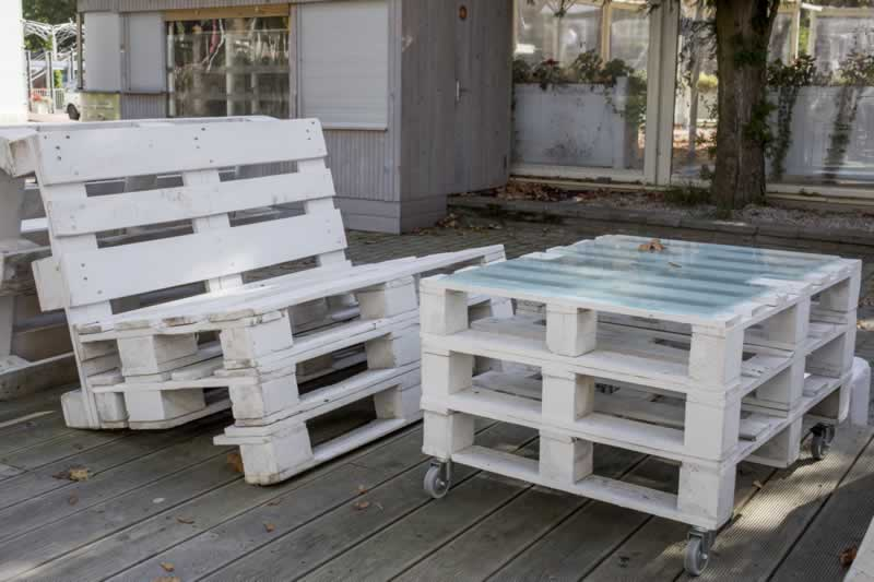 How Shipping Pallets Have Become A Renovation Trend For Home Owners - bench