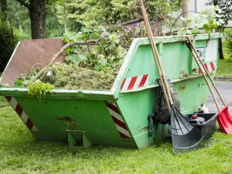 How to dispose of your waste responsibly in a skip