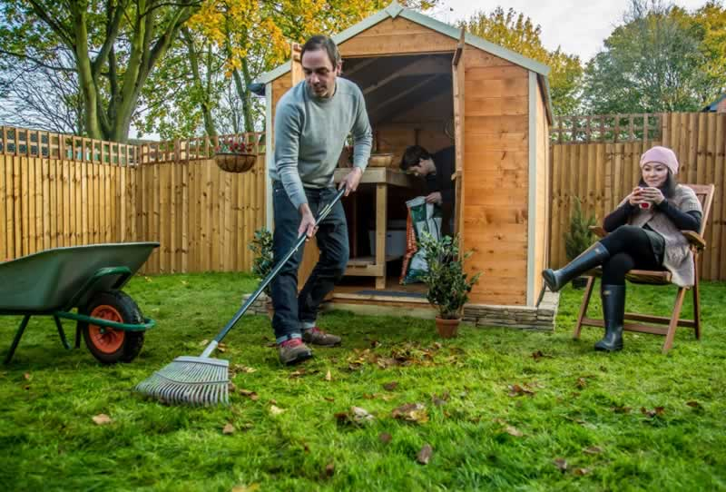 Should I tidy my garden before selling my house