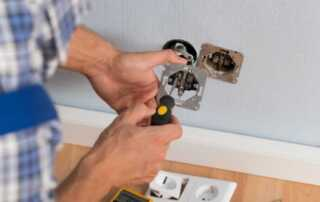 Tips on Keeping the Electrician Prices Down - electrician