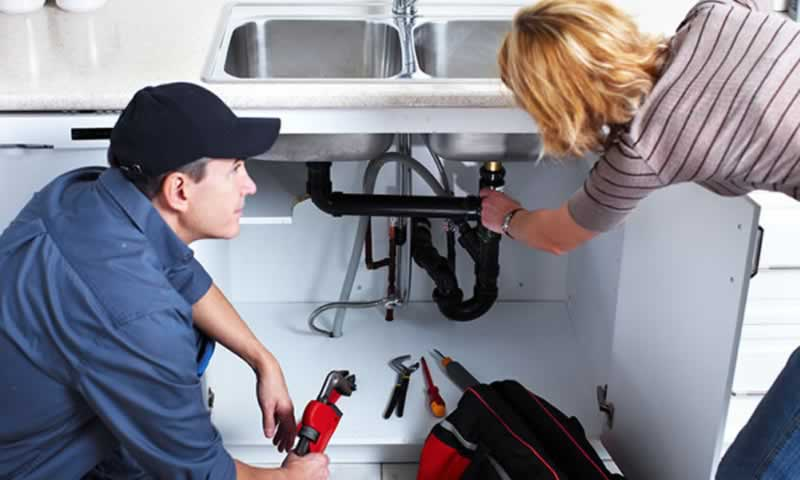 Warning Signs You Need Emergency Plumbing Service Right Now - plumber