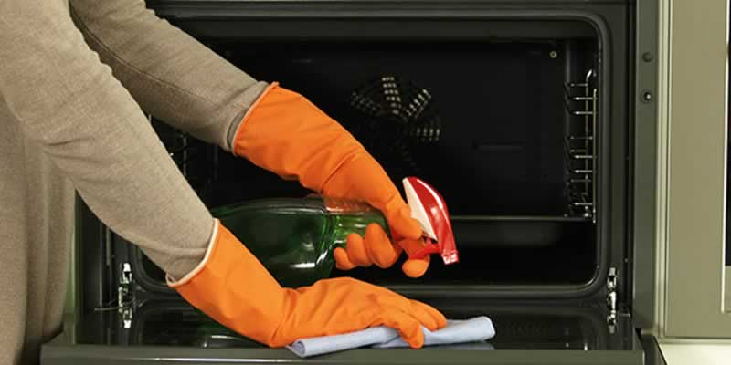 5 Affordable Oven Cleaning Tips & Tricks
