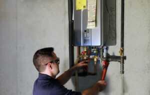 5 Steps In Choosing A Water Heater Repair Shop - repairman