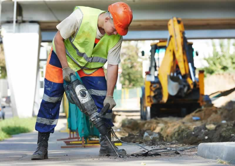 8 Modern Construction Site Safety Essentials - work uniform