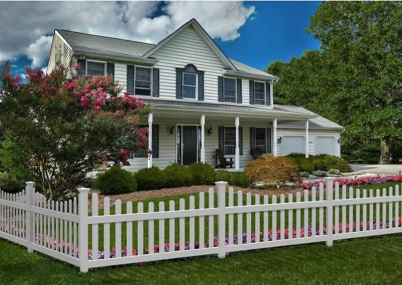 Cheap Fence Ideas for A Backyard - picket fence