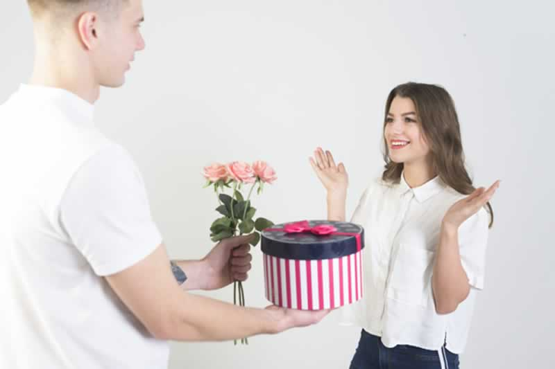 How to Buy a Gift for a Woman