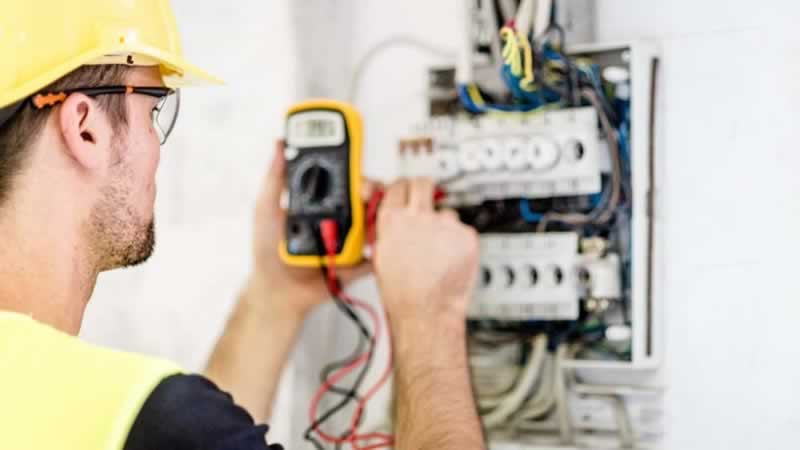 How to Find the Best Electrician - electrician