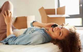 Stress-free techniques of moving to a new home - on phone