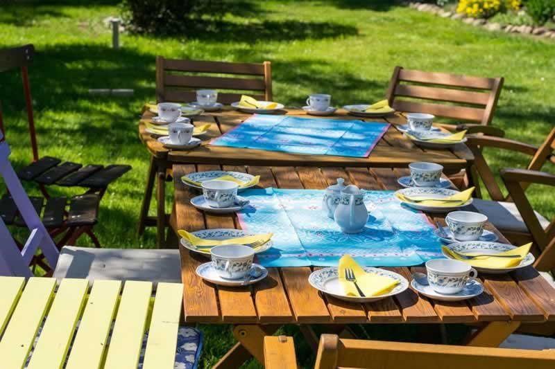 Top Ways to Completely Utilize Your Yard - tables