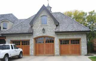 4 Key Advantages of Using Limestone When Building a Home - colonial house