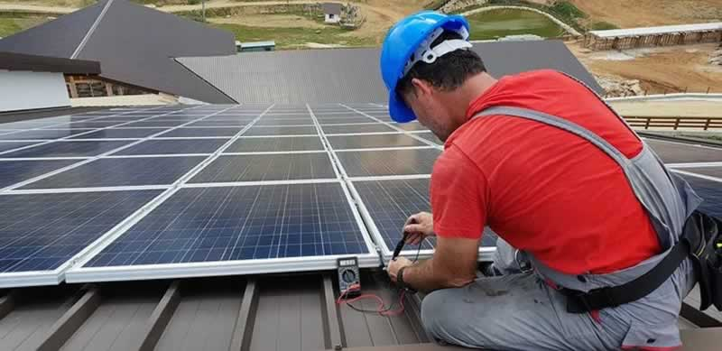 4 Reasons Why You Should NOT Go DIY with Solar Panel Installation
