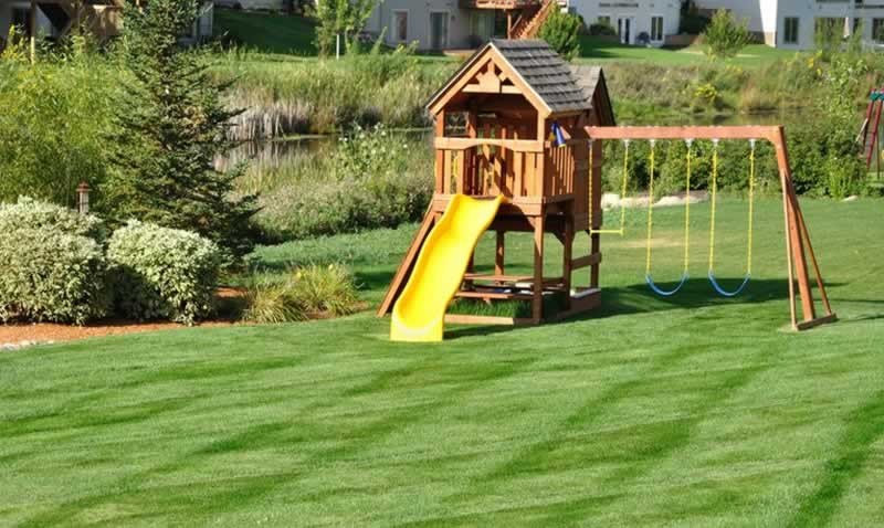 How to Build a Swing Play Set in your Backyard - swing play set