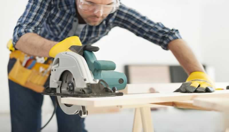 Must follow Safety tips while using power tools - googles