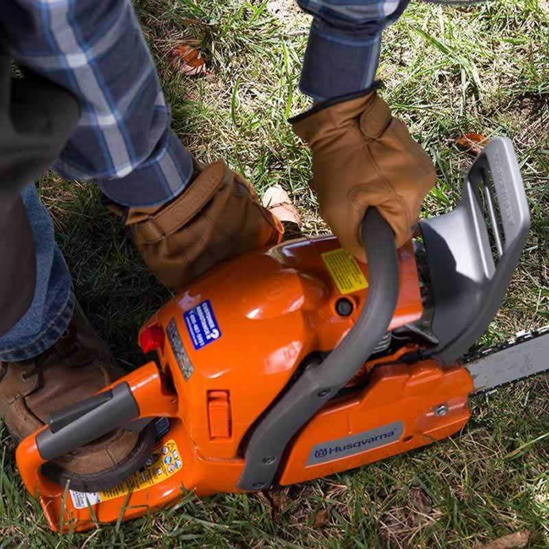 How to use a Chainsaw - starting
