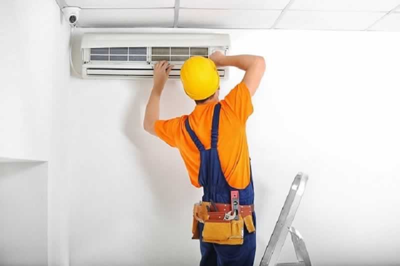 Importance of hiring professionals for air conditioner service in Jacksonville, Florida - repairman