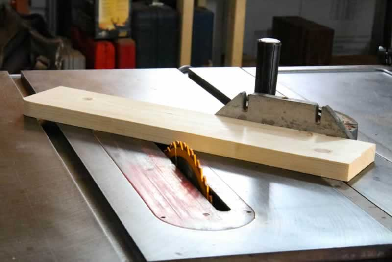 Table Saw Miter Gauge - cutting
