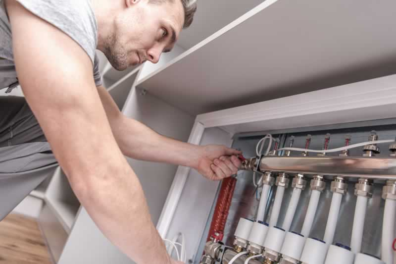 Things You Should Check Before Calling Your Plumber For Maintenance Or Repair - checking