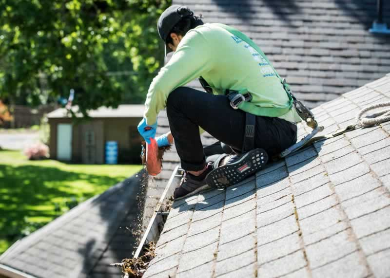 5 Good reasons to keep your gutters Cleaned - cleaning
