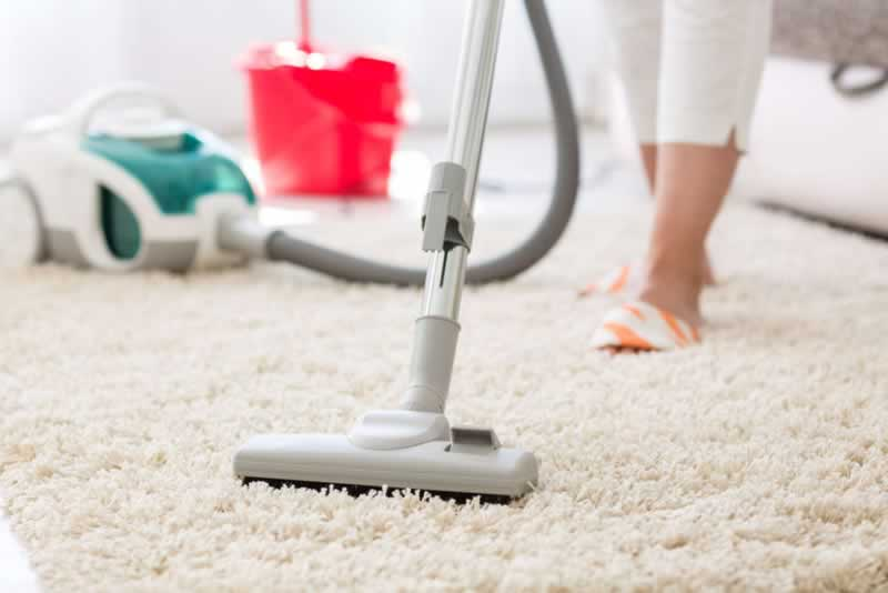 Best Way to Clean Your Carpets And Make them Look Like New - vacuuming